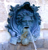 Mascaron de la fontaine St-Jacques