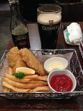 夜はアイリッシュパブでfish&chips