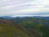 山頂付近から西を見ると平らな百閒平が見えてきます。ほんとに平ら!萌え!