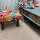 Mooie antieke tafels in Oosterse sfeer