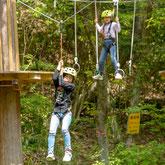 美濃加茂健康の森のツリートップアドベンチャーは自然の木を使った遊具です。