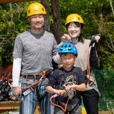 みのかも健康の森のツリートップアドベンチャーは天然の木を使った樹上遊具です。
