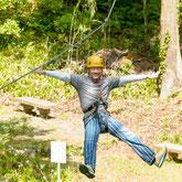 みのかも健康の森のツリートップアドベンチャーは天然の木を使った遊具です。