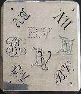 Attraktive uralte Wäscheschablonen aus Zink mit 8 verschiedenen Monogrammen