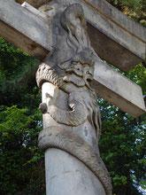 品川神社 双龍鳥居 降り龍(左側)