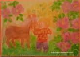 Kind mit Pony am Rosenbusch