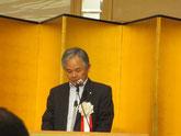 定時総会で挨拶する藤田定吉会長