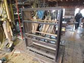 水屋戸棚の天板、棚板、裏板を剥がしいたの接合をしました。