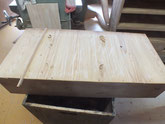 一度直してある底板の割れを再度埋め木修理します。