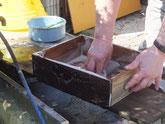 茶箪笥本体の内部の塗りが終わり外部の作業に入りました。