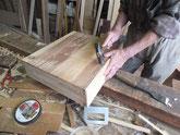 仕込み終わった前板を引出本体に接合して枠を作ります。