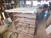 塗膜取りと棚板の割れ修理、裏板を剥がし裏板を作りました。