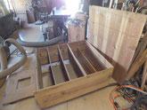 本体の固めが済み裏板を剥がし棚板修理に移ります。