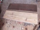 大変汚れている側板をサンダーにて研磨し白木地を出します。