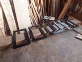 三か所の引き戸があり二か所は黒塗りの為、塗りの準備をしました。