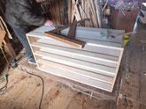 総桐箪笥の重ねる上の段の組立です。