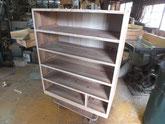 本体胴縁、棚板に新しい木を貼り乾燥して枠組みが完成です。