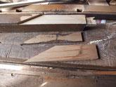 框をネズミがかじり欠けているため悪い部分を取り板を貼り直します。