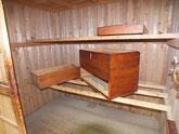 木地調整が終わり本体、蓋、作り直した引出に漆を塗りました。