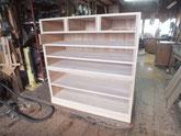 再利用した向こう板と引出側板を木取設置してみました。