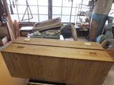 引出前面の彫り取っ手の穴を埋め修理です。あと23か所あります。