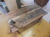 埋め木した部分を均して鉋のかかる部分だけ削りました。