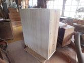 新しく作った裏板を背面に貼り箱固めが出来ました。