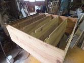 棚板の割れが治り本体から外れている棚板を取り付け本体を固めました。