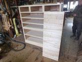 前板の柾桐を下地板に貼り底板を木取準備しました。