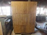桐タンス本体裏板の割れに埋め木修理をしました。