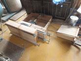 昨日木取した柾板を引出の前面に貼る為、ぷれすしました。