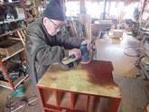 古川市の実家より持ち込まれた高山箪笥を修理開始しました。