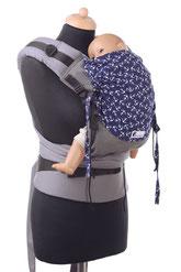 Half Buckle Babytrage mit stufenlos verkleinerbarem Panel aus Tragetuchstoff