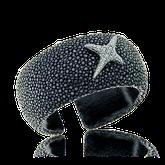 Armreif aus schwarzem Rochenleder mit Weissgold und Brillanten aus der Milchstrasse Kollektion der Goldschmiede OBSESSION Zürich und Wetzikon