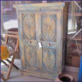 Oosterse kasten met fraai houtsnijwerk en kleurstellingen