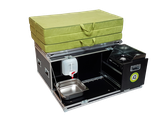 iQ-Busbox mit faltbaren Windschutz, Kocher, 10 Liter Wasserkanister, Wasserauffangschale, Auslaufhahn und 120 cm Schaumstoff Matratze, alternativ 130 cm Kapok Matratze