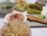 松茸ご飯・鮭塩焼き・大根サラダ・大根となめ子の味噌汁・秋エンドウの煮豆・卵のスパサラ