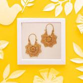 Handarbeit und fair gehandelt: Ohrringe 'Flower Mandala', Messing