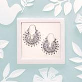 Handarbeit und fair gehandelt: Ohrringe 'Mandala', Messing versilbert