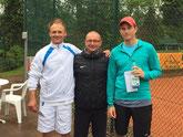 Sieger Jakunin, Turnierdirektor Hiller und Finalist Höppner