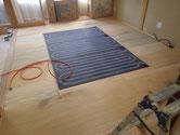 床暖パネルを引き配管接続します