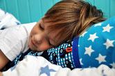Bild: Schlafender Junge auf AnfängerGlück Schultütenkissen