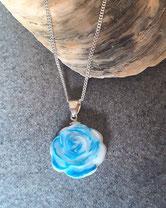 Muttermilchrose mit blauer Farbe durchzogen