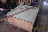 時代箪笥の裏板を剥がし新しく作った桐板を貼りました。