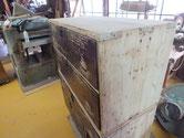 本体の塗膜取り、胴縁、棚板の鉋がけ修理を終え本体の縮みを明日修理します。