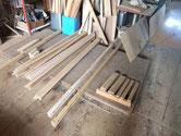 分解したパーツを汚れを落し、木地出しをしました。明日より前面わく本体組み立てます。