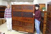 大垣市より修理依頼頂いた水屋戸棚が完成したため来店くださり喜んでお持ち帰りくださいました。