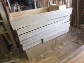 昨日貼った桐柾板です。機械で厚みが決まり出来上がりも上々です。