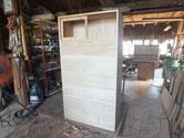 昨日取り付けた前板が乾いたので本体に仕込み入れ木地が完成しました。