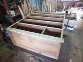 時代箪笥の胴縁、棚板に新しい板を貼り乾燥したため本体白木の完成です。